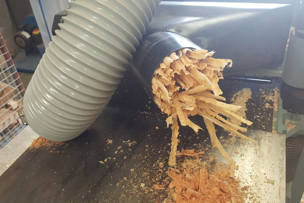 Hafco dust extractor stugleing with wood shavings