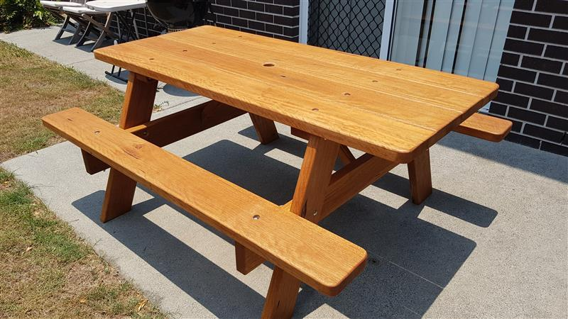 1.5 meter long picnic table, solid little bugger