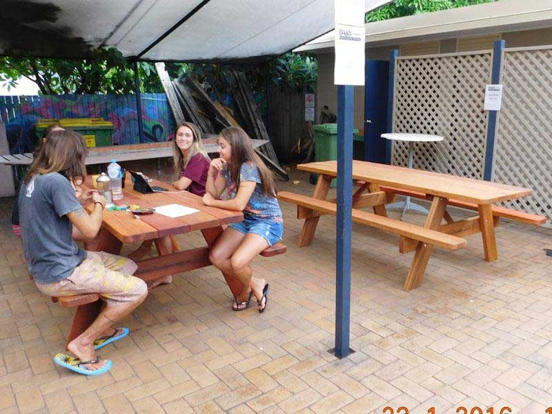 Outdoor furniture at Gold Coast Backpackers