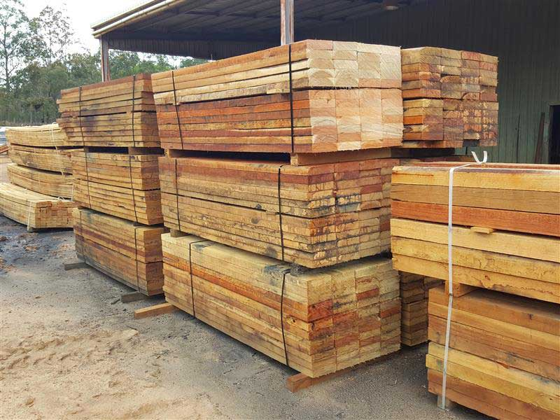 Pack of hardwood 200 x 50 x 2.4 sleepers